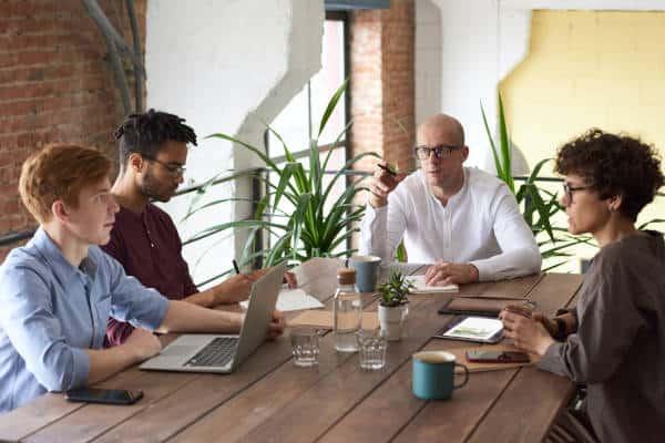 Teamvergadering over begeleiding in spoor 2 trajecten